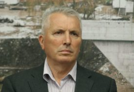 OŠTRO KRITIKUJE SVE PROPUSTE VLASTI Savanović ponovo u odborničkim klupama