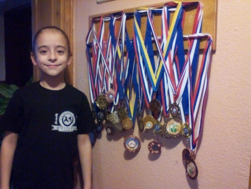 JASMINA BAVRLIĆ (9) KARATE ŠAMPIONKA Pedeset kilometara putuje na trening i osvaja medalje
