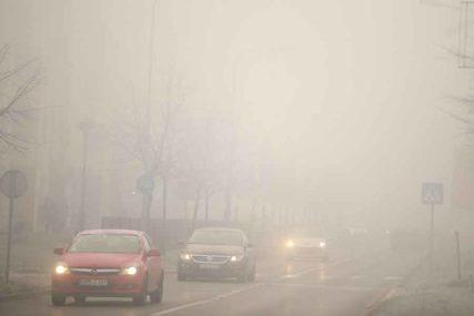 OPREZ U VOŽNJI Gusta magla otežava saobraćaj