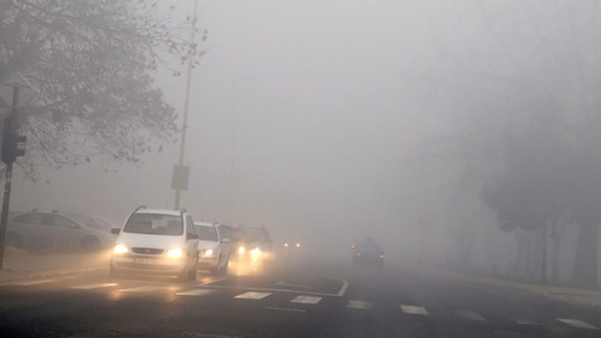 VOZAČI, PAŽNJA! Klizavi kolovozi na području Banjaluke i Kneževa, magla u srednjem Podrinju