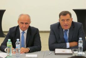 """""""UNUTRAŠNJA STVAR STRANKE"""" Dodik tvrdi da se SNSD neće miješati u dešavanja u SP"""