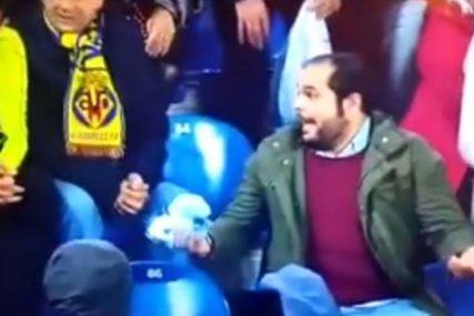 POTEZ ŠOKIRAO FANA Urnebesna reakcija navijača kada je dobio dres od omiljenog fudbalera (VIDEO)