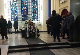BOL SLAMA SRCA Neda Arnerić uz aplauz ispraćena na vječni počinak