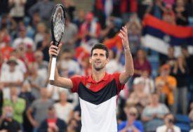 ORE SE NARODNJACI Đoković u transu, ovako se teniseri provode nakon osvojenog trofeja (VIDEO)