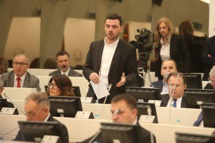 NA REDU PARLAMENT BiH Usvojen prijedlog Magazinovića o sprečavanju zloupotrebe službenih vozila