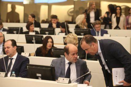 Direktna nabavka vakcina ili prenos nadležnosti: Kontroverzne izmjene Zakona o lijekovima BiH