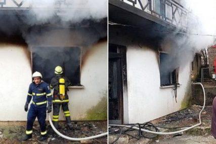 U POŽARU IZGORJELA KUĆA Šest vatrogasaca se borilo sa vatrom, šteta ogromna