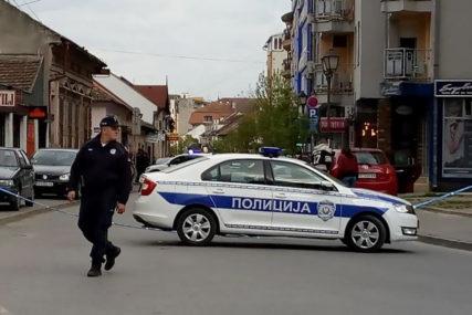 BIZARNO Policajcu oteo pištolj da ga privoli da popije piće, pa SAMOG SEBE RANIO U STOMAK