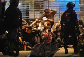 DRAMA NE JENJAVA Demonstranti se okupili blizu KINESKE GRANICE, policija upotrebila BIBER SPREJ