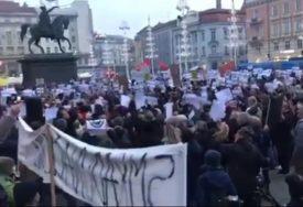 PROTEST U ZAGREBU Nekoliko hiljada građana traži ostavku gradonačelnika Bandića (VIDEO)