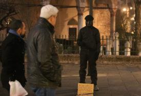 Ko je MISTERIOZNI ČOVJEK POD MASKOM u Sarajevu: Putnik otkriva i MOTIV PERFORMANSA
