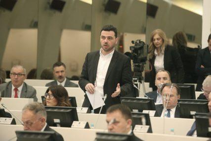 """Magazinović traži objašnjenje """"Kako vakcina od 9,95 dolara u BiH košta 32 KM"""""""