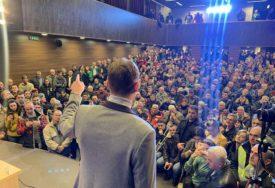 SLIČNO KAO U BANJALUCI U Bratuncu održan skup opozicije, ali i skup podrške vlasti (FOTO)