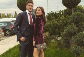 VIŠE NE KRIJU TRUDNOĆU Fudbaler je lijepu Mariju oženio u SUVOM LUKSUZU (FOTO)