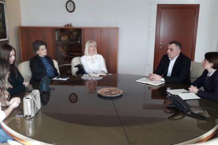 MINISTARKA PODRŽALA UČENIKE Srednjoškolci iz Zvornika predstavljaju Srpsku na sajmu u Sloveniji