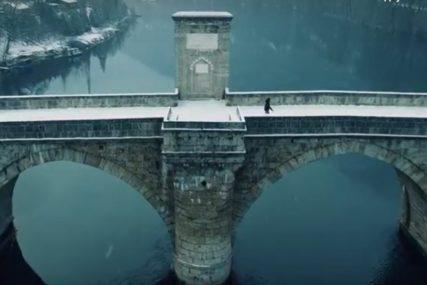 BAJKOVITO Čarobni snježni prizori ćuprije na Drini (VIDEO)