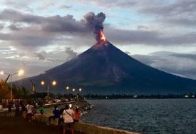Vlasti naložile evakuaciju: Poslije vulkanske erupcije La Palmu potreslo nekoliko zemljotresa