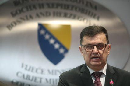 POZNATO KO ĆE DA PRIMI PRVE DOZE Tegeltija potvrdio da vakcine protiv korone u BiH stižu KRAJEM JANUARA