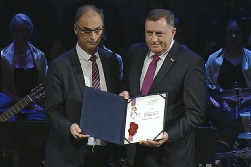 DODIKU URUČENA SVETOSAVSKA POVELJA Najveće priznanje srpskog naroda u Sjevernoj Makedoniji