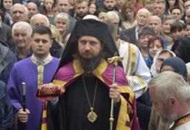 """""""NE BUDIMO ROBOVI STRAHA"""" Episkop Sergije poručio da vakcina čovjeka neće učiniti BESMRTNIM"""