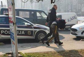POLICIJA BRZO REAGOVALA U Sarajevu uhapšen muškarac koji je pokušao da opljačka banku (VIDEO)