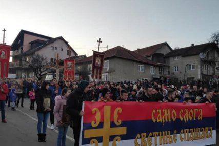 """""""CRNOGORSKA CRKVA U POLICIJSKOJ STANICI"""" Pred poslanicima NSRS deklaracija o položaju Srba u Crnoj Gori"""