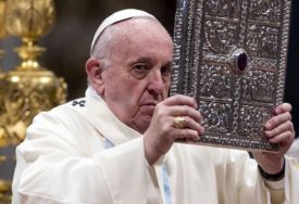 Papa uputio apel: Rat donosi samo smrt i uništenje