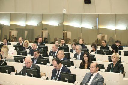 """""""I U IZOLACIJI IMA NAČINA ZA RAZGOVOR"""" Parlamentarci BiH na onlajn sastanku (FOTO)"""
