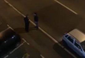 """""""ANALIZIRAMO SNIMAK"""" Da li je ovaj policajac uzeo mito? (VIDEO)"""