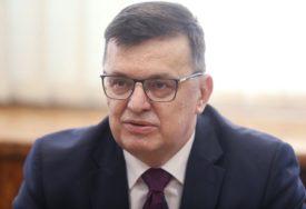 """""""PRAVDA ZA ONE KOJI JE TRAŽE"""" Tegeltija poručio da je usvajanje strategije važno za procesuiranje ratnih zločina"""