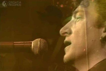 EMOCIJA STAVLJENA NA PAPIR Popularna pjesma krije istinitu i JAKO TUŽNU PRIČU (VIDEO)