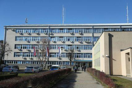 Oduzet automobil: Banjalučanin nema vozačku, a za kazne DUGUJE 11.000 MARAKA