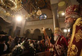 NIŠTA IM NIJE SVETO Migranti u Beogradu upali na liturgiju pa OPLJAČKALI VJERNIKE