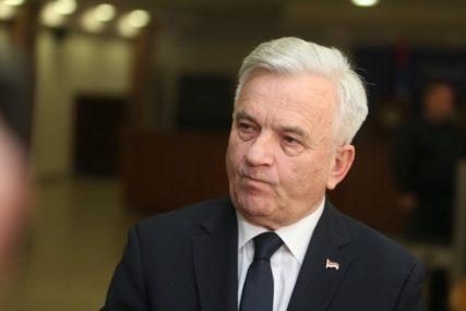 """Čubrilović nakon imenovanja novog visokog predstavnika """"Bilo bi bolje da međunarodna zajednica učini domaće političare odgovornijim"""""""