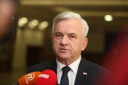 """""""OSVOJILI SMO 75 ODBORNIČKIH MANDATA"""" Čubrilović poručuje da je zadovoljan izbornim rezultatom Demosa"""