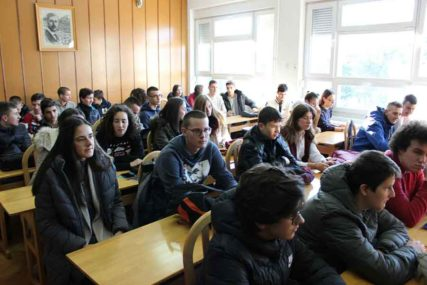 Zimska škola fizike spojila srednjoškolce Srpske i Srbije: Kroz eksperimente i vježbe do NOVIH ZNANJA