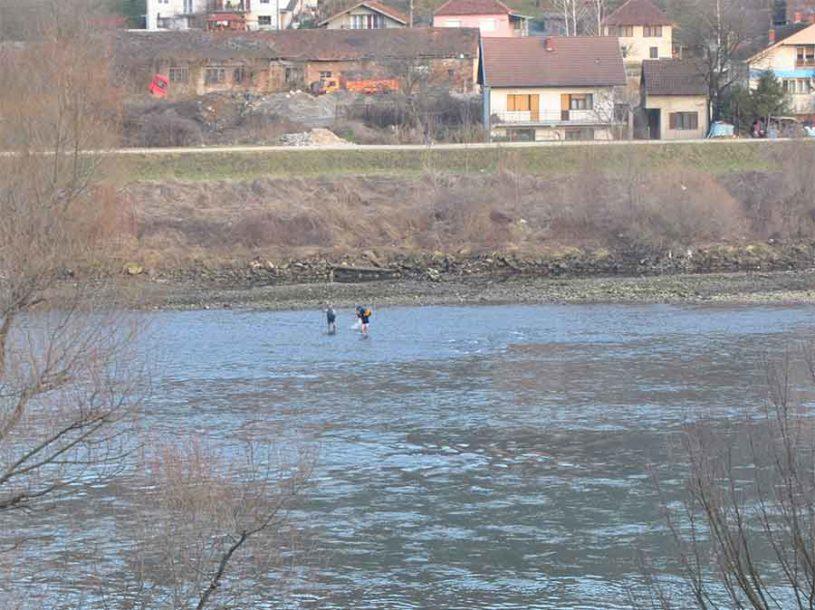 UŽAS U ZVORNIKU Na obali rijeke pronađeno tijelo nepoznatog muškarca
