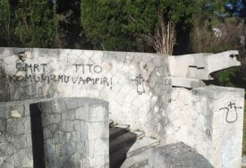 NOVE FAŠISTIČKE PORUKE Na Partizanskom groblju u Mostaru osvanuli ustaški simboli (FOTO)