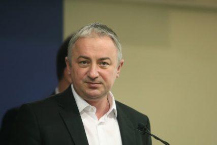 ZVANIČNI PODACI Borenović: Rok isporuke bio 24. april, respiratori stigli 14. maja