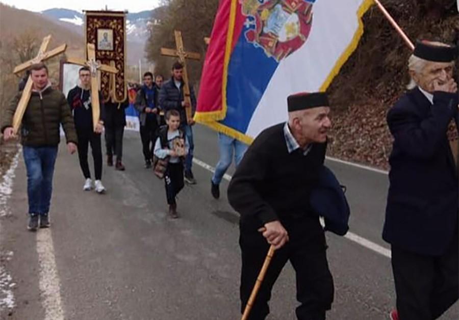 STARINE NOVAK (99) I GOJKO (72) PREDVODE LITIJE Kolonama ne smeta ni SNIJEG (VIDEO) | Srpska Info