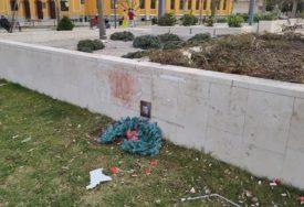 VANDALSKI ČIN U Mostaru uništen spomenik Davida Dragičevića i Dženana Memića