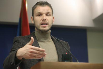 """MIĆIĆ SA OBJE NOGE U SNSD"" Stanivuković oštro reagovao na demanti iz Skupštine"