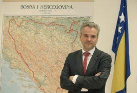 BiH MOŽE DA BIRA - KORUPCIJA ILI EU Evropa neće tolerisati kozmetičke promjene zakona