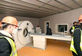 SAMO RAD, RAD, RAD Kinezi za 10 dana izgradili bolnicu, opremili je i u nju POSLALI RADNIKE (FOTO)