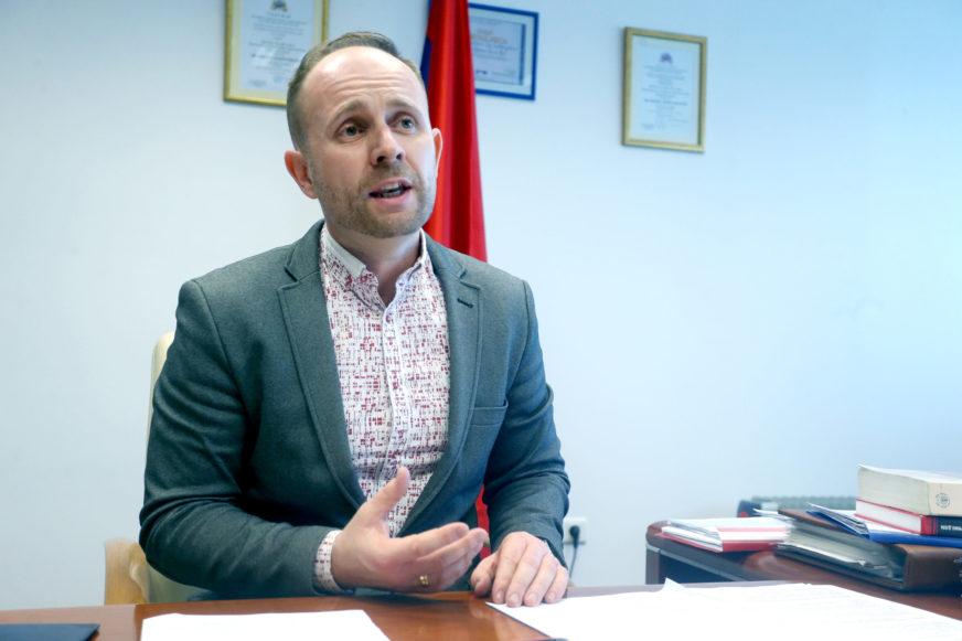 Marko Aćić za SRPSKAINFO: Zašto se ignoriše PRAVO NA NADOKNADU za uništenu imovinu