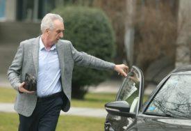 OTKRIVENO NAKON SAOBRAĆAJKE Šarović koristi službeni automobil i vozača, na šta NEMA PRAVO