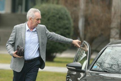 Šarović za SRPSKAINFO: Ako Mićić ne prihvati odluke Predsjedništva, brzo ćemo se RAZIĆI