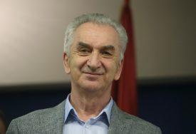 """""""PODRŠKA REZOLUCIJI ODLIČNA STVAR"""" Šarović smatra da će poslanici SNSD doživjeti debakl u NSRS"""