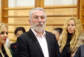 """Srpskainfo saznaje: U Banjaluci gorio """"mercedes"""" direktora OŠ Sveti Sava"""