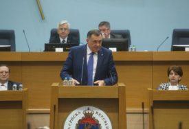 """""""REPUBLIKA SRPSKA JE PONOSNA"""" Dodik poručio da je vojska snaga koja je sačuvala svoj narod"""